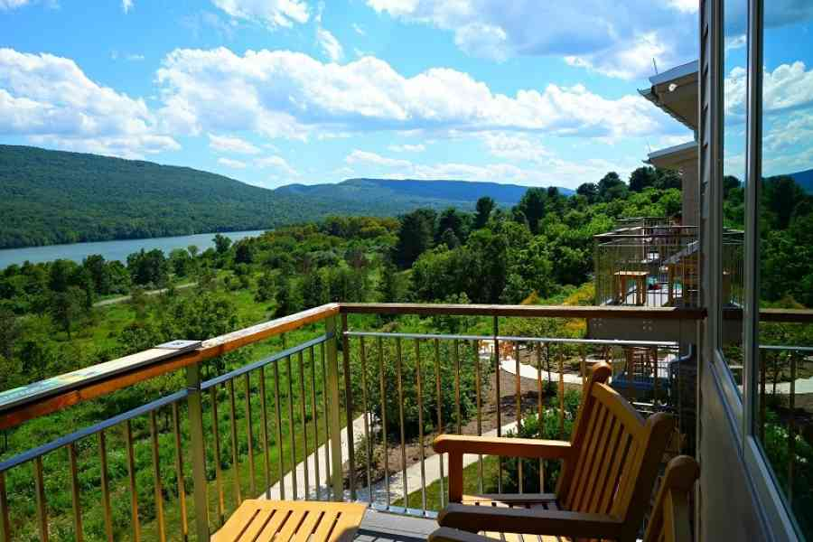 Nature Inn Deck, Lakeside