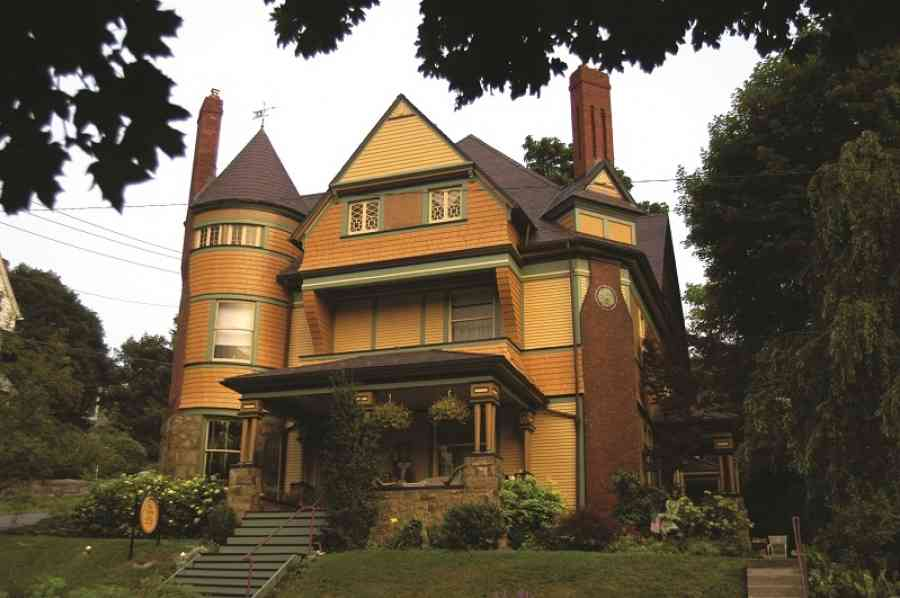 The Queen Bed & Breakfast, Bellefonte